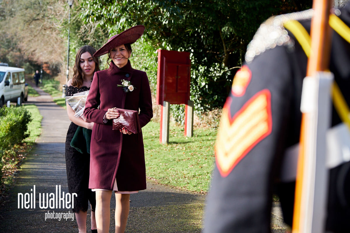 the mother of the bride arriving