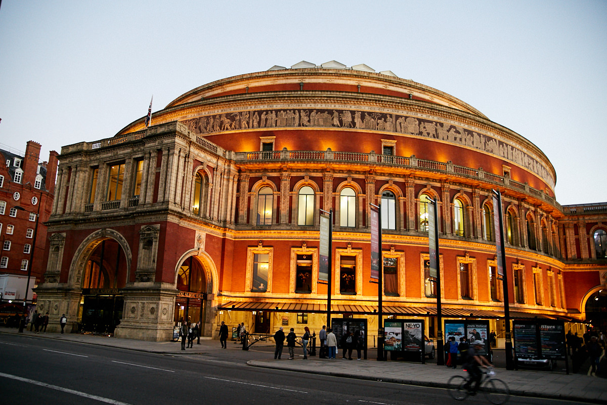 The outside of the Royal Albert hall in the evening